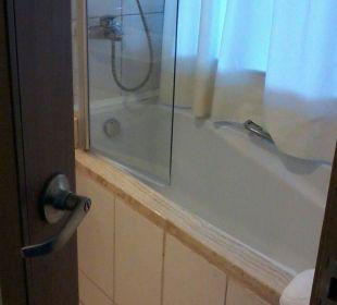 A clean bathroom Hotel Concorde De Luxe Resort
