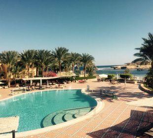 Blick auf den Pool Hotel Steigenberger Coraya Beach