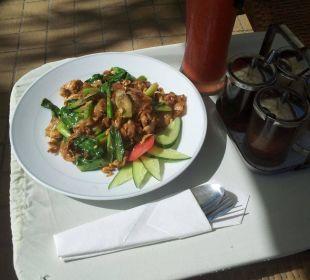 Mittagsessen am Pool Thai Garden Resort