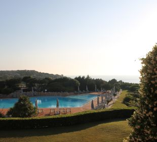 Hotelpool am Morgen Grand Hotel in Porto Cervo
