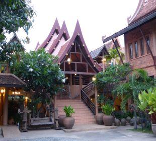 Aufgang zur oberen Etage Ruean Thai Hotel