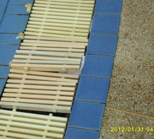 Defekte Abdeckungen Hotel Pattaya Garden