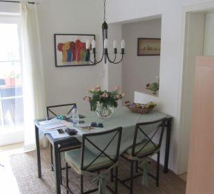 Esstisch mit Übergang zur Küche Ferienwohnungen Rebstöckle