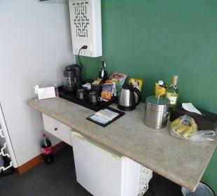 Kaffeeecke mit Minibar Hotel Dewa Phuket