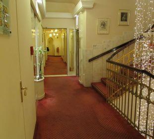Etagenflur mit Treppenaufgang Hotel Erzherzog Rainer