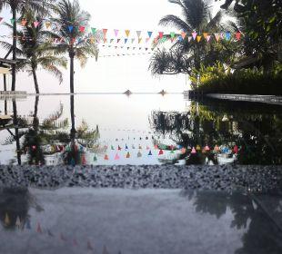 Pool am Abend Hotel Chong Fah Beach Resort