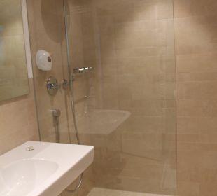 Bad mit Regendusche Hotel Zirmerhof