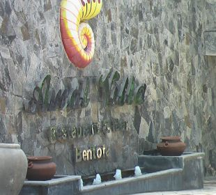 In der Einfahrt Amal Villa