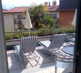 Terrasse mit Liegemöglichkeiten La Barca Blu  Hotel