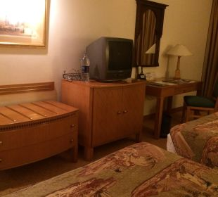 TV und Schreibtisch Steigenberger Hotel Nile Palace