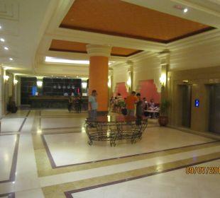 Rezeption und die 2 Aufzüge Royal Lido Resort & Spa