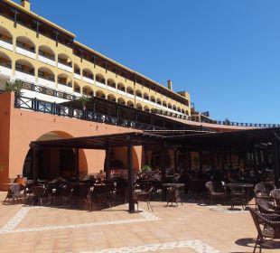 Od strony basenu Hotel Barcelo Jandia Playa