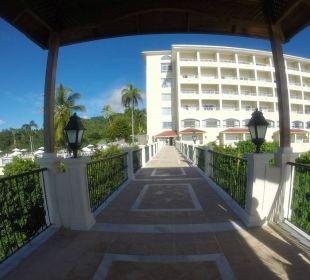Weg vom Fahrstuhl zum Hotel Grand Bahia Principe Cayacoa