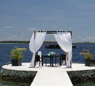 Tisch direkt am Meer Lily Beach Resort & Spa