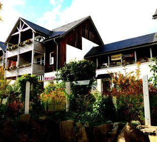 """Blick auf das Haus mit dem """"Dorfladen"""" Hapimag Resort Winterberg"""
