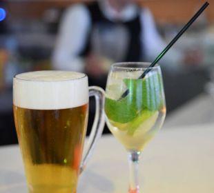 Getränke in der Poolbar Hotel Corissia Beach