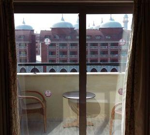 Ausblick wird als direkter Meerblick verkauft  Hotel Royal Dragon
