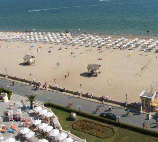 Blick aus Balkon zum Strand Victoria Palace Hotel & Spa
