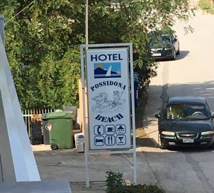 Vor dem Hotel Hotel Possidona Beach