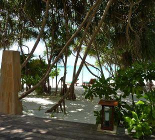Terrasse mit Dusche Hotel Banyan Tree Madivaru