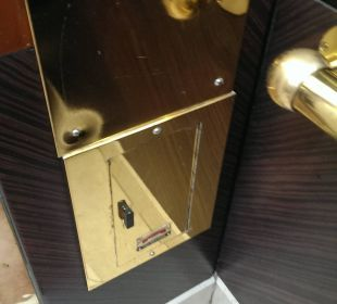 Aufzug auch ziemlich in die Jahre gekommen Hotel Holiday International