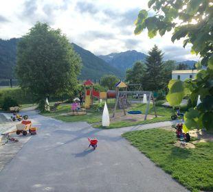 Spielplatz direkt neben Terrasse Rieser's Kinderhotel Buchau