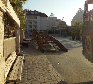 Brücke wird grundbehandelt Hotel Side Crown Palace