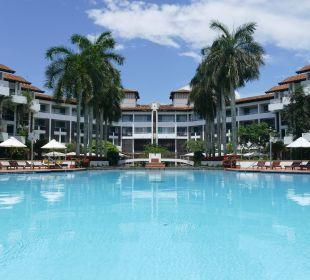 Hotelpool und Überblick Hotel Lanka Princess