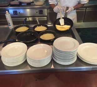 Omelette und Crepe Frühstück Hotel Baia Caddinas