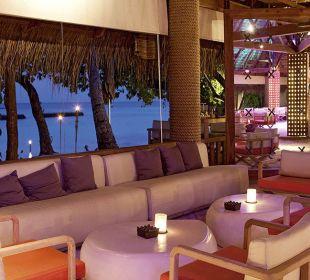 Manta Bar by night Hotel Constance Moofushi Resort