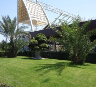Hinter dem Foodcourt Hotel Concorde De Luxe Resort