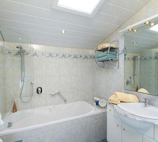 Badezimmer mit Sternenhimmel-Dachfenster Landhaus Karoline Wohlfühl-Ferienwohnungen