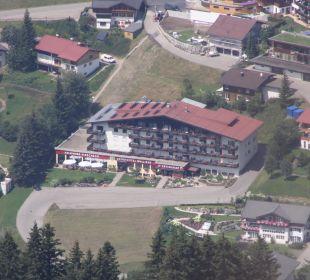 Blick von der Kanzelwand auf das Hotel Sporthotel Walliser
