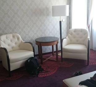 Sessel und Tisch  Hotel Stefanie