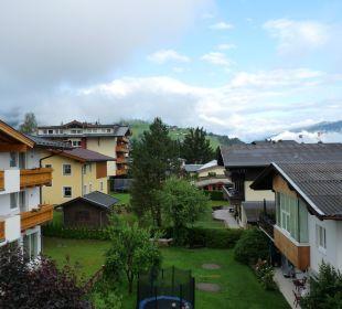 Richtung Dorf Hotel Vier Jahreszeiten