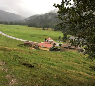 Aussicht auf das Hotel vom Höhenweg  Hubertus Alpin Lodge & Spa