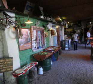 Teilweise offenes Büffet Etosha Safari Camp