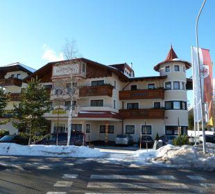 Blick von der Strasse Alpenhotel Karwendel