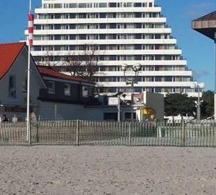 Blick vom Strand auf das Hotel Carat Golf & Sporthotel Residenz