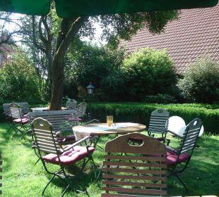 Tische unter den Obstbäumen Landgasthof Hengstforder Mühle