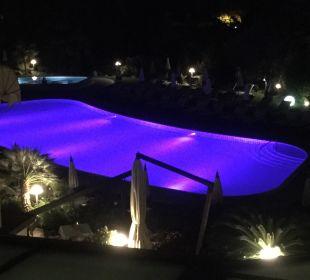 Blick am Abend auf den Pool von unserem Zimmer. Park Hotel Imperial Centro Tao - Natural Medical Spa