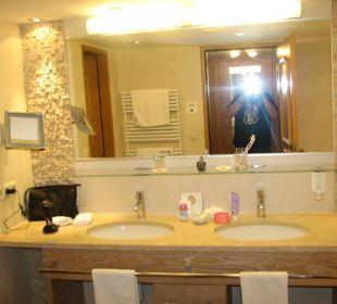 Sehr versorgt das Badezimmer Hotel Alpin Spa Tuxerhof