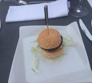 Schwarze Bohnen-Burger Hotel Astoria Playa Adults Only