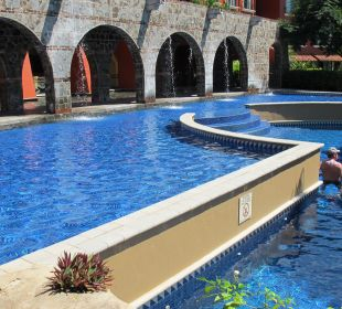 Blick vom Garten auf den Pool Hotel Los Suenos Marriott Ocean & Golf Resort