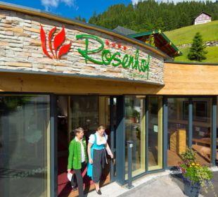 Eingang und Lounge Der Kleinwalsertaler Rosenhof