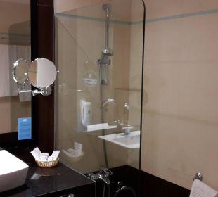 Badezimmer mit großer, ebenerdiger Dusche Hotel Las Costas