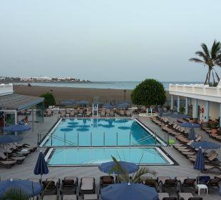 Blick auf den Pool von oben Hotel Las Costas