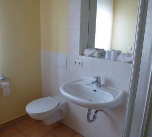 Modernes Bad mit Dusche und Taglichtfenster Gästehaus Rosenhof