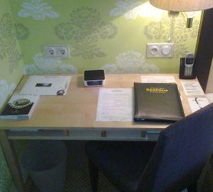 Der Schreibtisch im Zimmer Romantik Hotel Bösehof