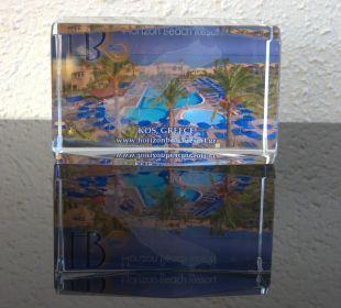 Repeatergeschenk mit Hotelkarte dahinter geklebt Hotel Horizon Beach Resort